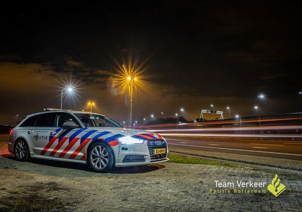 """""""Wir sorgen für Sicherheit auf euren Reisewegen, wie hier an der A15 bei Ridderkerk. Grüße vom Politie Team Verkeer (Verkehrsdienst) aus Rotterdam"""""""