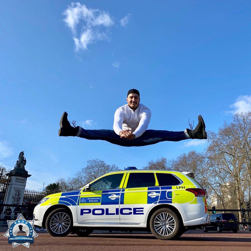 """""""Schöne Grüße aus London, hier am Buckingham Palace, an alle meine Kolleginnen und Kollegen. Der uniformlose Sofortbearbeiter des Kriminaldauerdienstes, Faruk"""""""