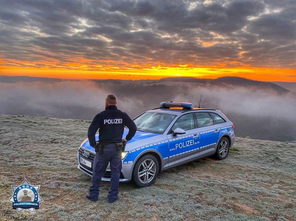 """""""Sonnenaufgang über der Mosel im Dienstgebiet der Polizeiinspektion Mayen. Grüße von Sarah und Lars"""""""