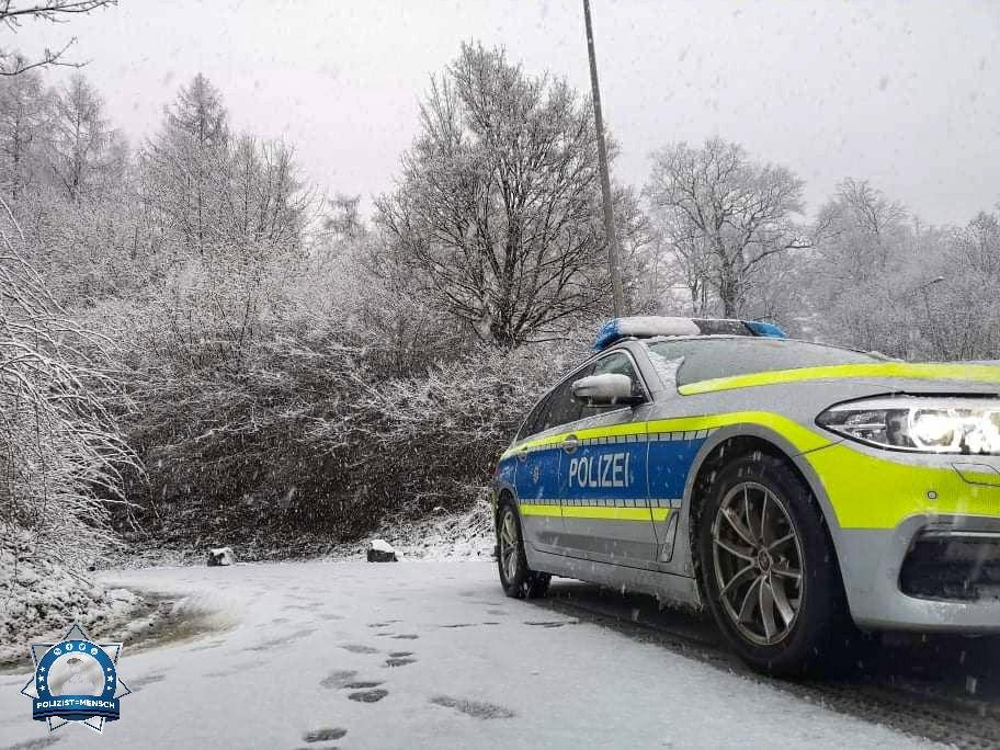 """""""Liebe Grüße von der Autobahnpolizei Mittelhessen. Wünsche allen Kollegen einen ruhigen Dienst und dass sie gesund daheim wieder ankommen, trotz des schönen winterlichen Wetters. Max"""""""
