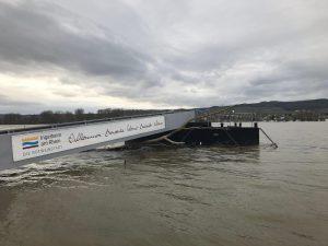 Suizidversuch: Polizisten retten Mann aus Hochwasser und begeben sich in Lebensgefahr