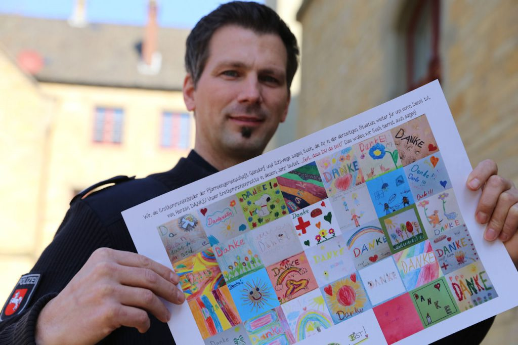 Gut, dass DU da bist: Kommunionkinder bedanken sich bei der Polizei