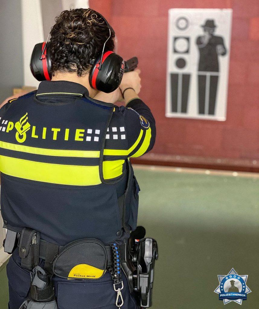 """""""Wieder einmal beim Schießtraining! 👮 🔫 Liebe Grüße aus Utrecht, Elisha"""""""