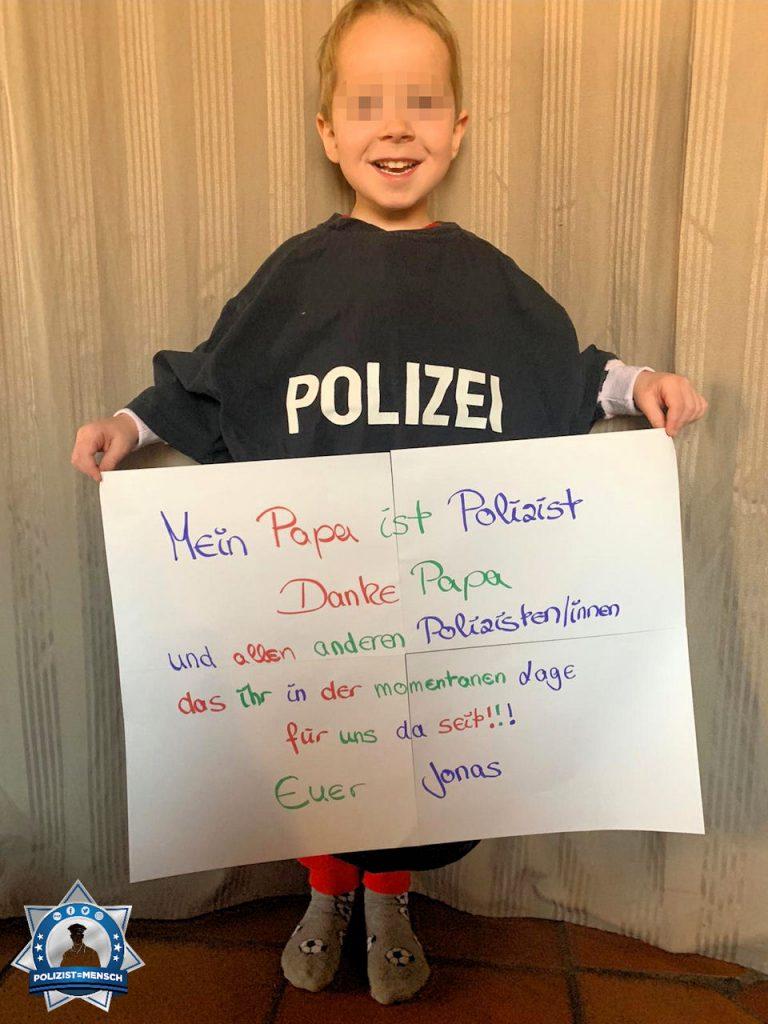 """""""Mein Sohn hat mir dieses Bild geschickt und ich möchte auf diesem Weg allen Kollegen danke sagen. Timo von der Autobahnpolizei Broichweiden."""""""