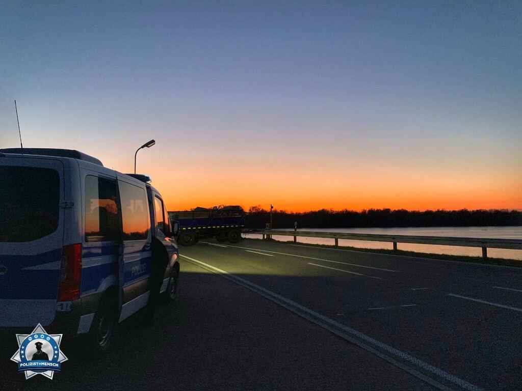 """""""Grüße von der Deutsch-Französischen Grenze, wir bewachen die Grenze bei einem schönen Sonnenuntergang."""""""