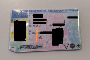 Zurück aus der Zukunft: Mann legt gefälschten Führerschein vor