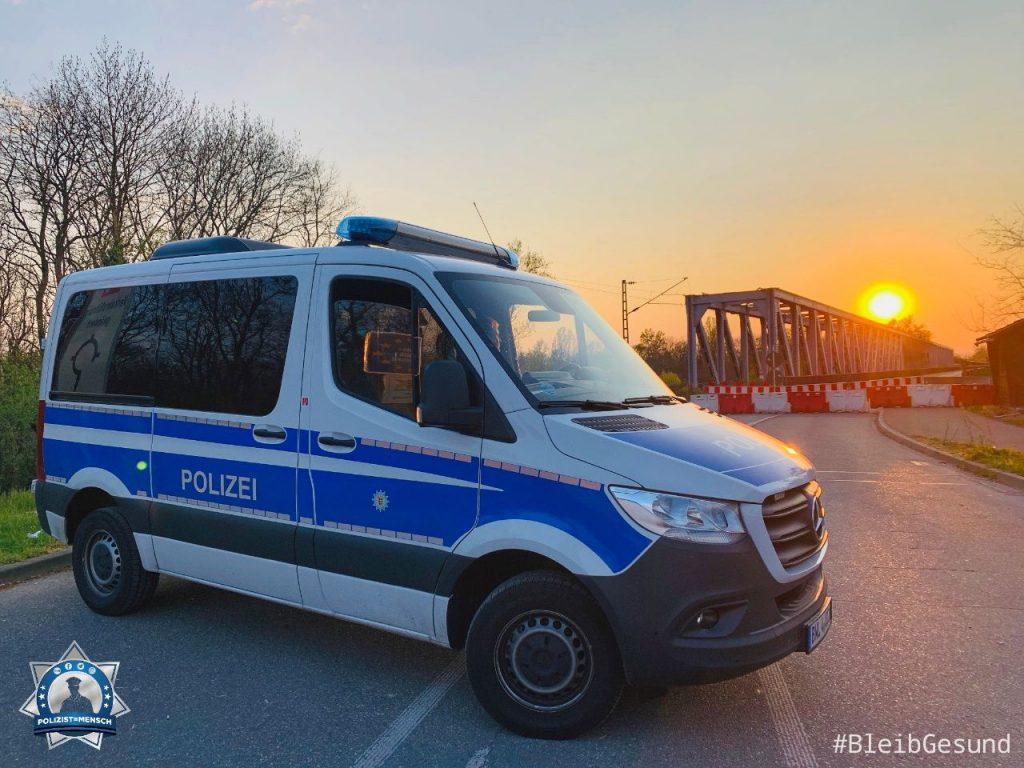 """""""Hallo ihr Lieben, viele Grüße von der Grenzwache an der deutsch-französischen Grenze in Neuenburg. Bleibt gesund! Nicolas & Sarah"""""""