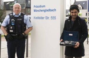 Musiker glücklich gemacht: Polizist schenkt Diebstahlsopfer Klarinette