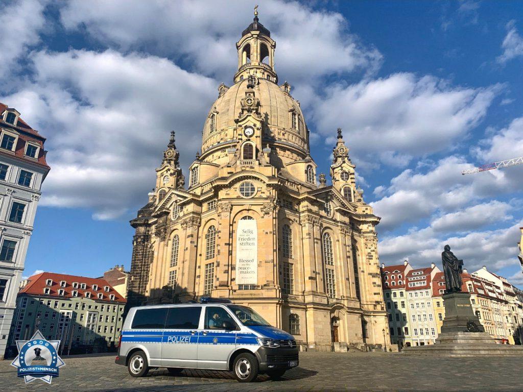 """""""Normalerweise ist der Neumarkt voll mit Touristen, aber zur jetzigen Zeit ist es leer wie nie. Viele Grüße aus Dresden senden euch Jan und Doreen"""""""