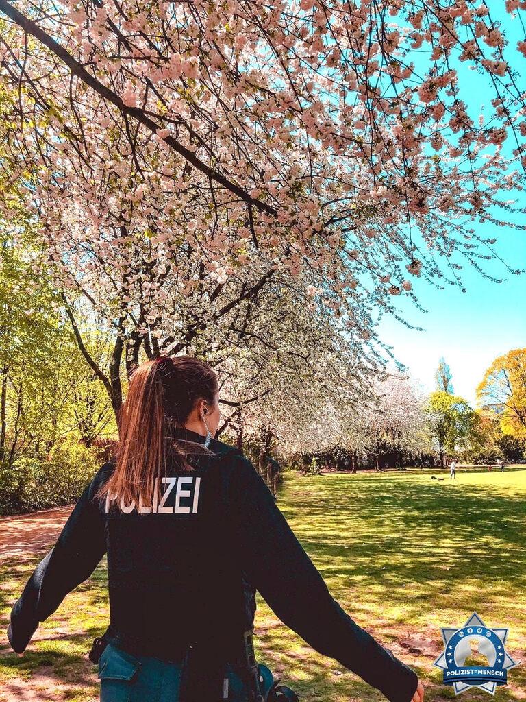 """""""Frühlingshaft sonnige Grüße aus der Hauptstadt, Mia"""""""
