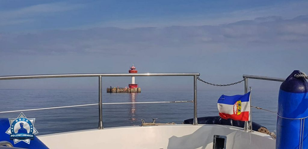 """""""Einen lieben Gruß an alle Mütter vom Leuchtturm Kiel. Die Sonne lacht und die See ist ruhig. Habt einen schönen Sonntag und kommt stets gesund und munter zurück zu euren Familien. Bibi"""""""
