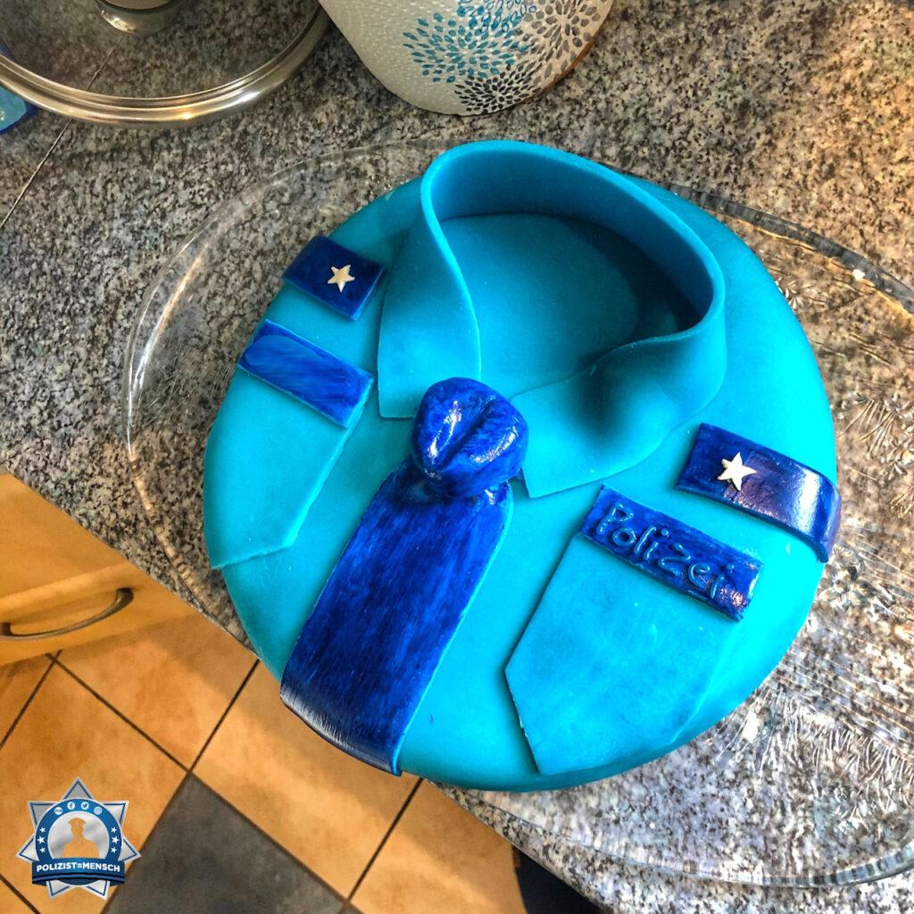 """""""Ich habe kürzlich für meinen Freund zur Feier seiner Einstellungszusage bei der Polizei einen Kuchen gemacht 😊 Louisa"""""""