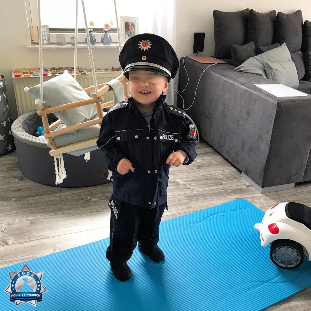 """""""Stolz und Fan der Polizei 👮 Mein Sohn Len, 2 Jahre."""""""