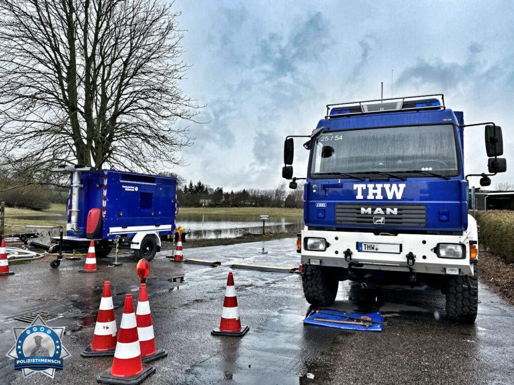 """""""Schöne Grüße vom THW aus Kiel. Wir sind hier fleißig am pumpen."""""""