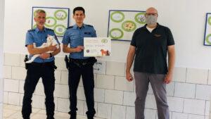 Kaffee trinken für einen guten Zweck: Polizisten spenden an Tierheim