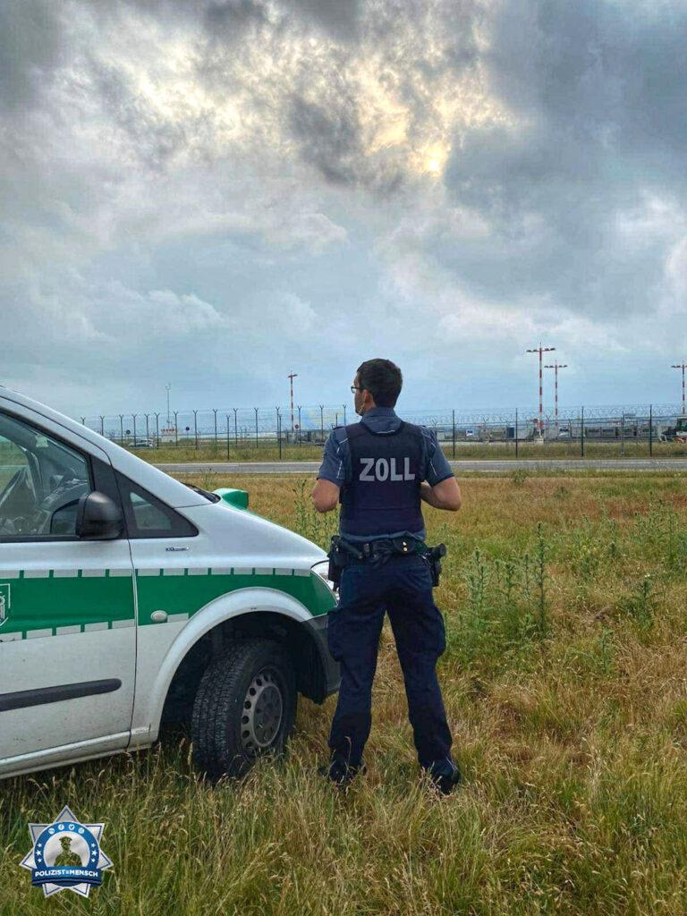 """""""Grüße in einer Regenpause aus der Spätschicht am Flughafen Frankfurt, Flo vom Zoll"""""""