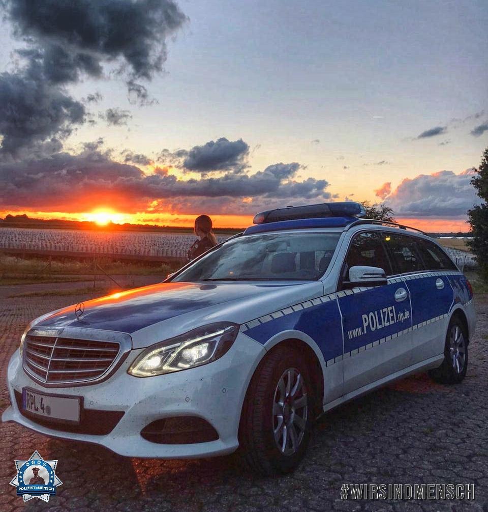 """""""Liebe Grüße aus dem 12 Stunden Nachtdienst auf der Polizeiautobahnstation Mendig 🙈 Beim Autobahnkreuz Meckenheim hatte man einen wunderschönen Ausblick auf den Sonnenuntergang 😍 Celine"""""""