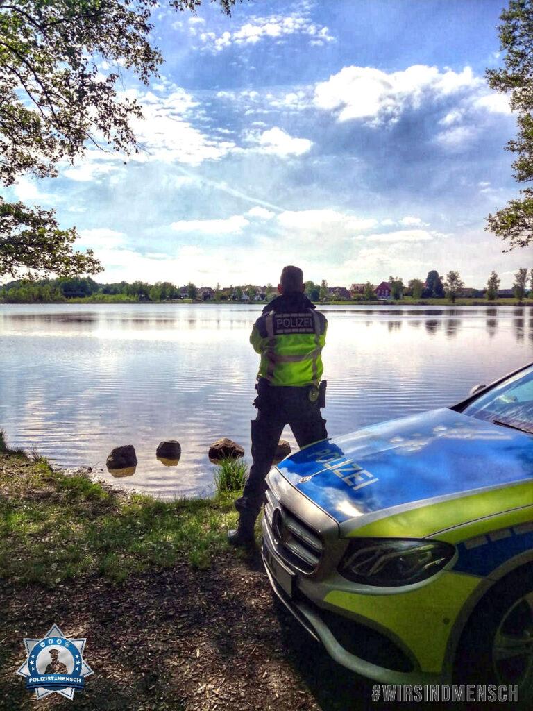 """""""Grüße an alle Kolleginnen und Kollegen von der Verkehrspolizei Ravensburg. Nicht nur der Bodensee ist schön bei uns. Bleibt gesund! Patrik und Marco"""""""