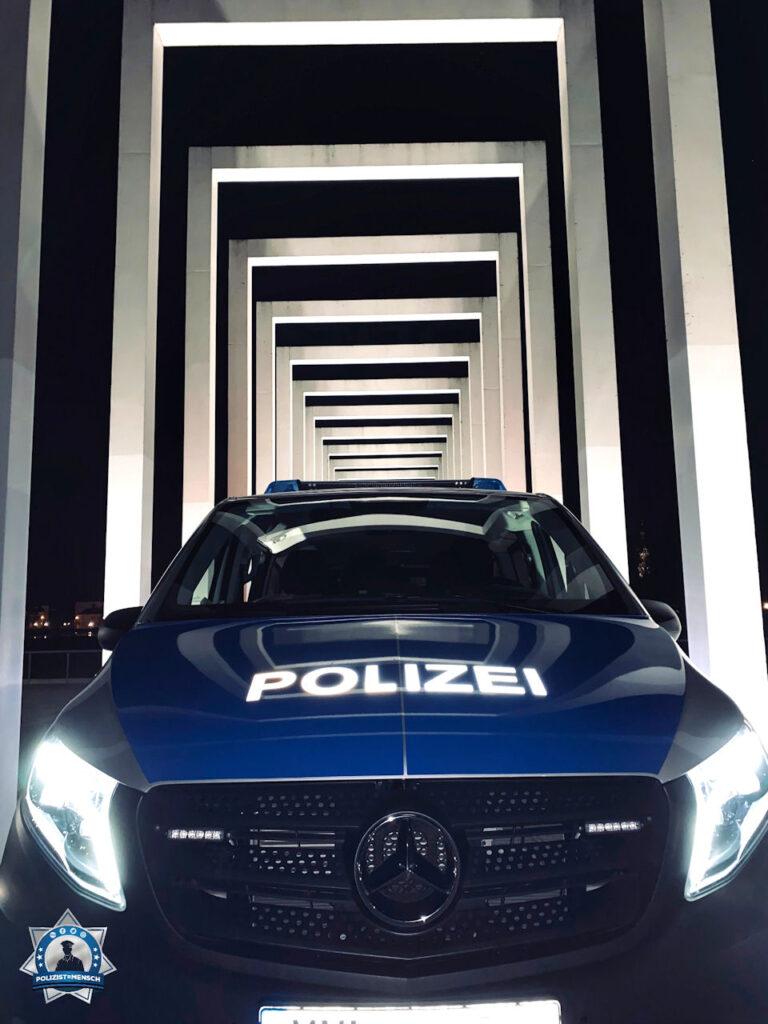 """""""Nachtschichtgrüße aus Schwerin vom Polizeihauptrevier!"""""""