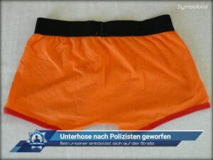 Betrunkener entkleidet sich auf der Straße: Unterhose nach Polizisten geworfen