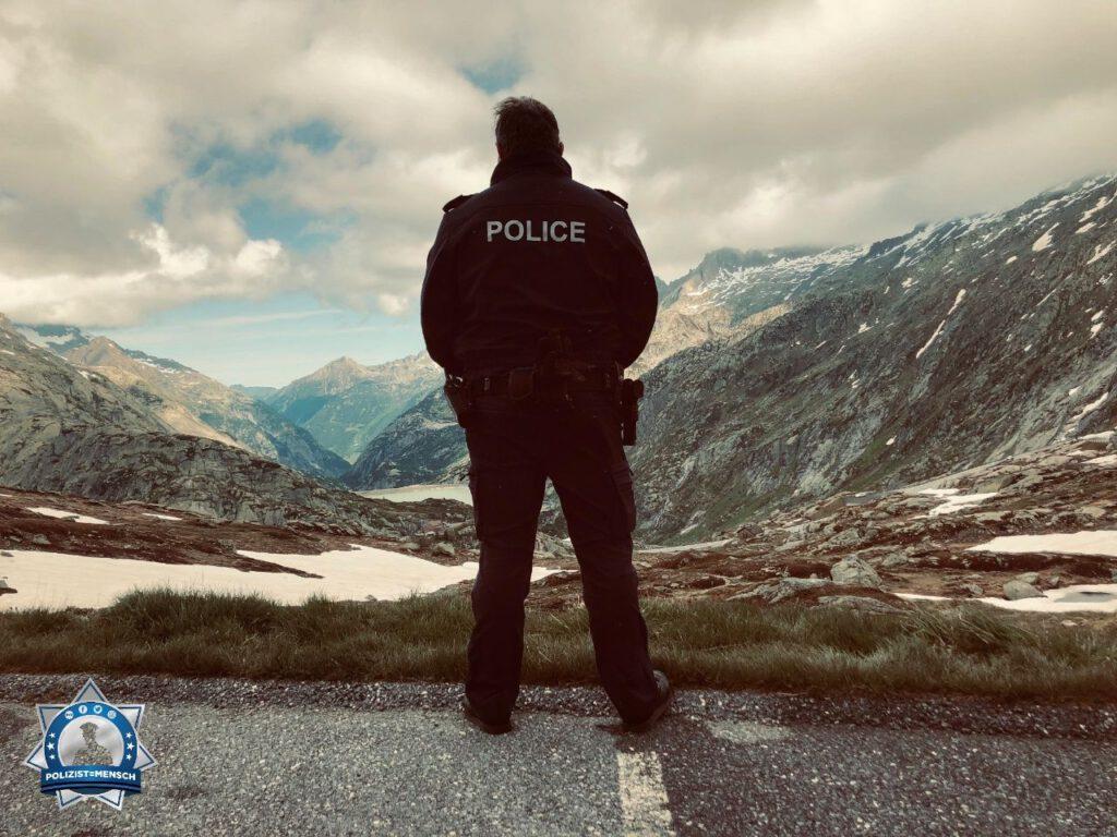 """""""Grüsse vom Passdienst am Grimselpass im Berner Oberland. Oliver"""""""