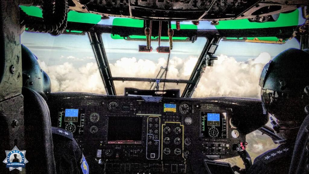 """""""Ein etwas ungewöhnlicher Blick in ein Polizei-'Fahrzeug'. Grüße aus dem Cockpit einer SuperPuma der Bundespolizei!"""""""