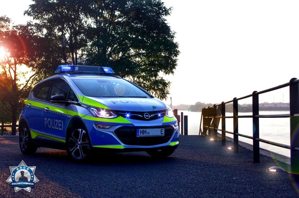 """""""Grüße aus Hamburg, ein schickes Bild von unserem neuen Elektro Flitzer (Opel Ampera). Euch allen ein ruhigen Dienst da draußen und passt auf euch auf 🙏 Hardy"""""""