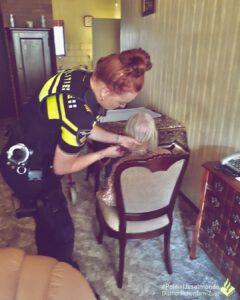 Polizist=Mensch: Hilfe für eine einsame ältere Dame