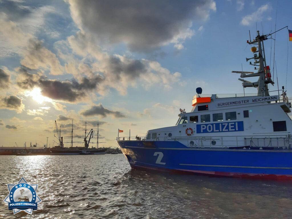 Einlauf der Peking im Hamburger Hafen