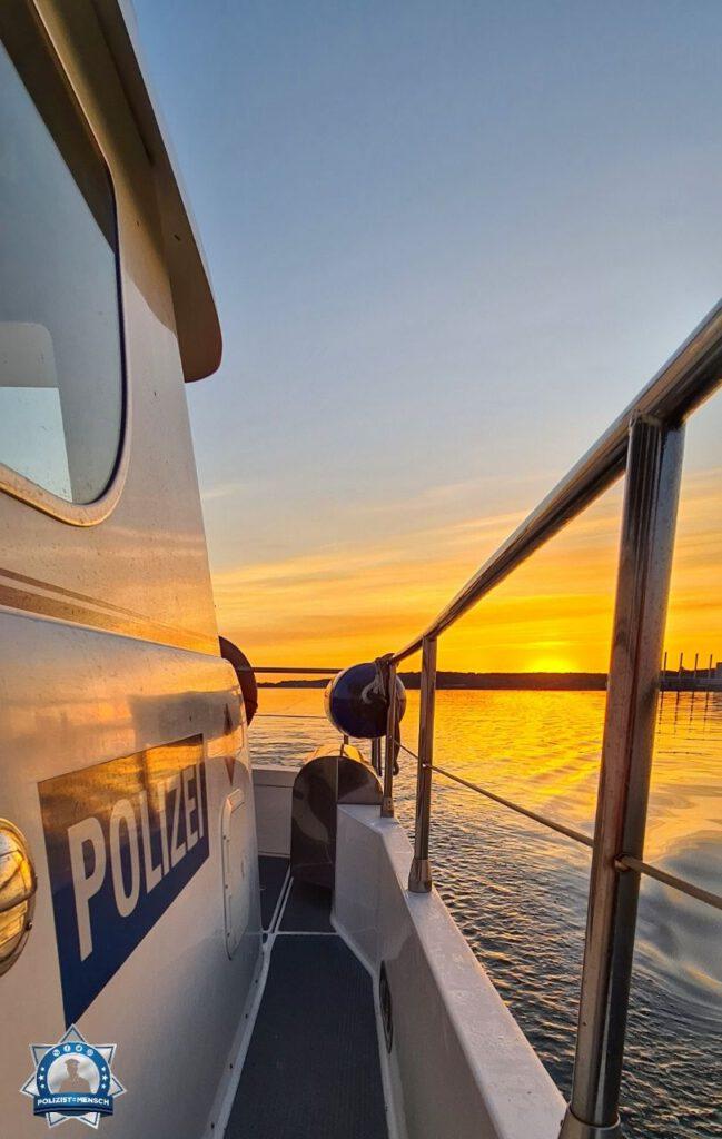 """""""Moin Moin aus Kiel. Nach einer wenig ruhigen Nachtschicht geht's mit einem super schönen Sonnenaufgang in den Freitörn. Ab ins Bett nach getaner Arbeit. Gruß von der Kieler Förde. Haggi"""""""