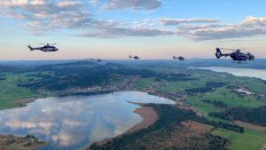 Fliegerisch taktische Übung: Polizeihubschrauber über der Mitte und dem Norden Deutschlands