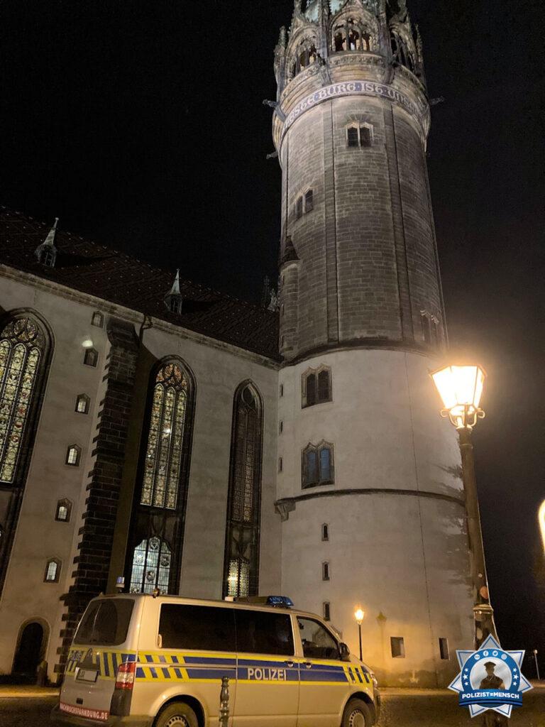 """""""Liebe Grüße aus der Lutherstadt Wittenberg, passend zum Reformationstag vor der Schlosskirche. Eine ruhige Nachtschicht wünschen Samy und Tobi"""""""