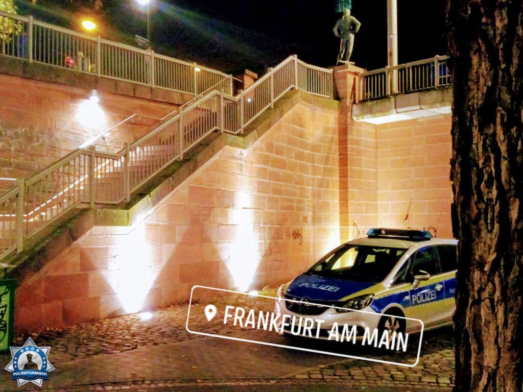 """""""Liebe Grüße aus Frankfurt. Schönen Start in den Montag. Max"""""""