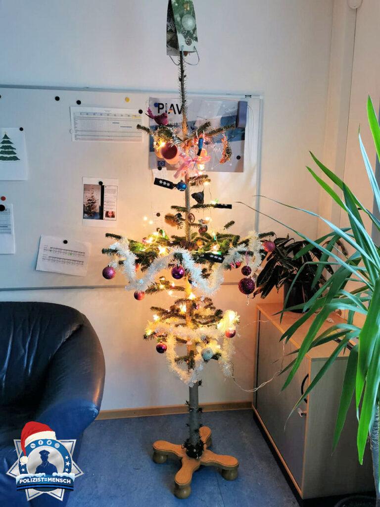 Der wohl hässlichste Dienstweihnachtsbaum aus Tradition