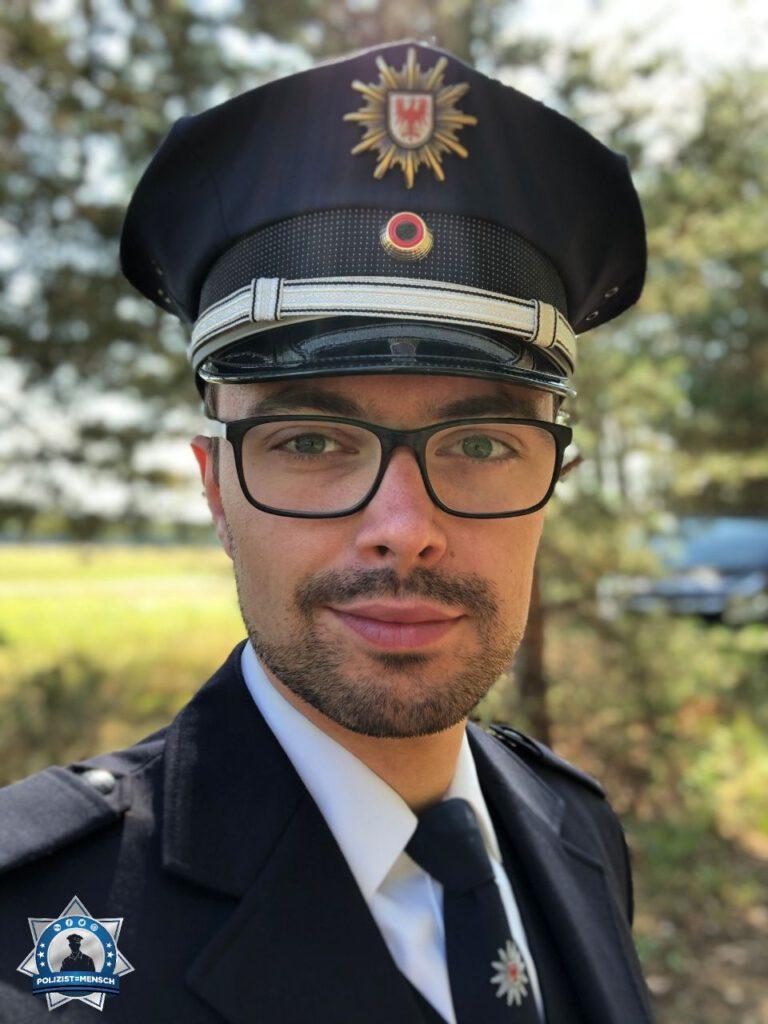 """""""Hallo ihr alle! Mein Name ist Paul Wagner und ich bin Schlagzeuger im Landespolizeiorchester Brandenburg. Einen guten Rutsch ins neue Jahr und alles Gute! Liebe Grüße aus Potsdam! Paul"""""""
