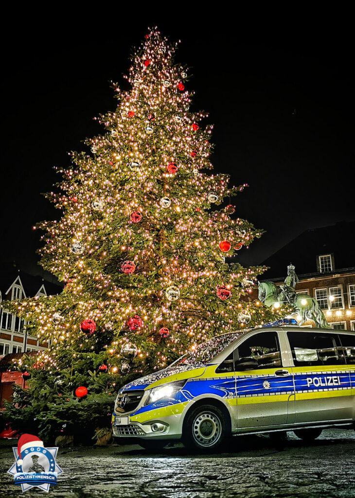"""""""Mit vorweihnachtlichen Grüßen aus der Landeshauptstadt Düsseldorf. Polizeipräsidium Düsseldorf, PI Mitte, PW Stadtmitte."""""""