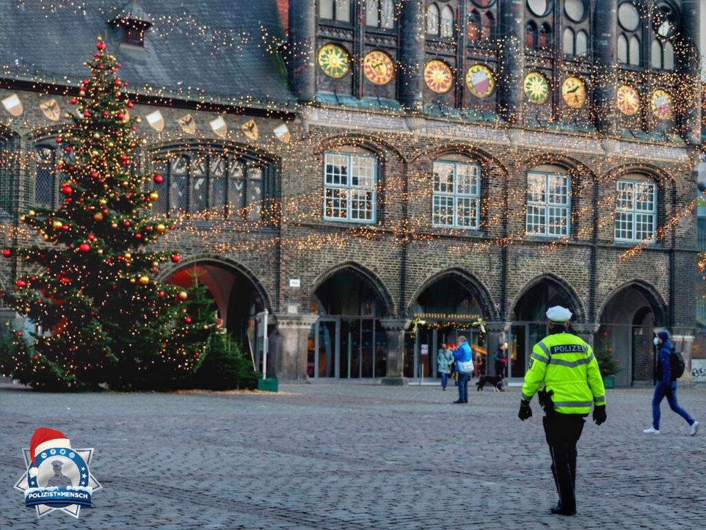Beim Fotografieren der Weihnachtsbeleuchtung lief mir zufällig ein Polizist durchs Bild