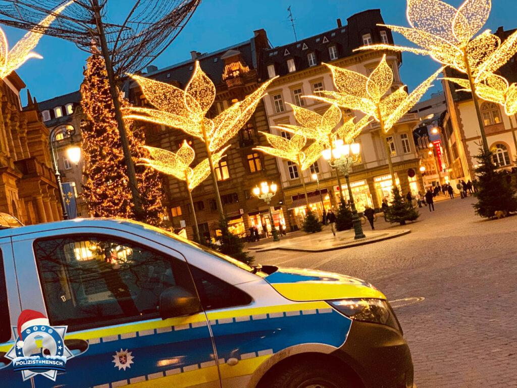 """""""Weihnachtliche Grüße aus der Landeshauptstadt Wiesbaden 🙂 Charly"""""""