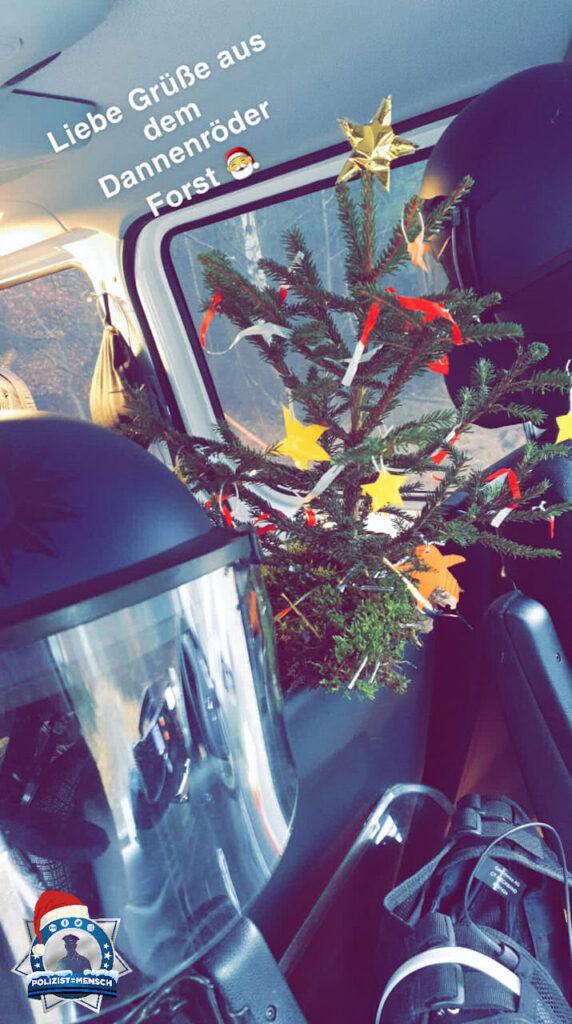 """""""Auch bei uns auf demm Auto kommt Weihnachtsstimmung auf 😅 Liebe Grüße aus dem Dannenröder Forst von Leon, Aziz, Till, Dennis, Nathalie und Yavuz."""""""