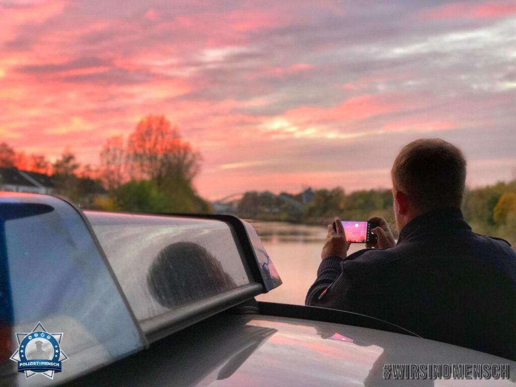 """""""Den Sonnenuntergang konnten wir nicht unfotografiert lassen. Grüße aus der PD Hannover, Torsten und Tabitha"""""""