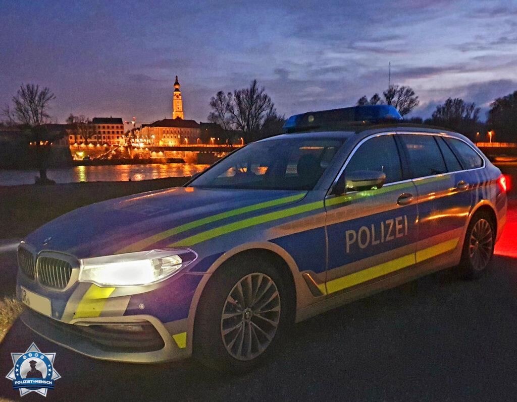 """""""Mit diesem Blick aus dem bayrischen Simbach a. Inn auf das österreichische Braunau wünscht die Grenzpolizeigruppe Simbach a. Inn allen Blaulichtorganisationen ein gesundes neues Jahr 2021!"""""""