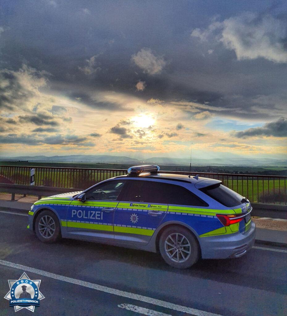 """""""Das war der letzte Sonnenuntergang hinter der BAB 4 in 2020... Allen ein gesundes neues Jahr. Es grüßen Anja und Jan von der Autobahnpolizeiinspektion Thüringen am Hermsdorfer Kreuz."""""""