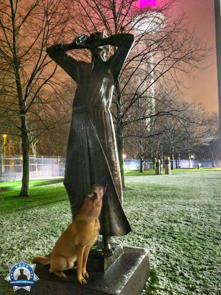 """""""Achtung Achtung, Schnee auch in Frankfurt! Die Straßen sind matschig, also gebt fein acht! Liebe Grüße von Diensthund Jim und Jenny"""""""