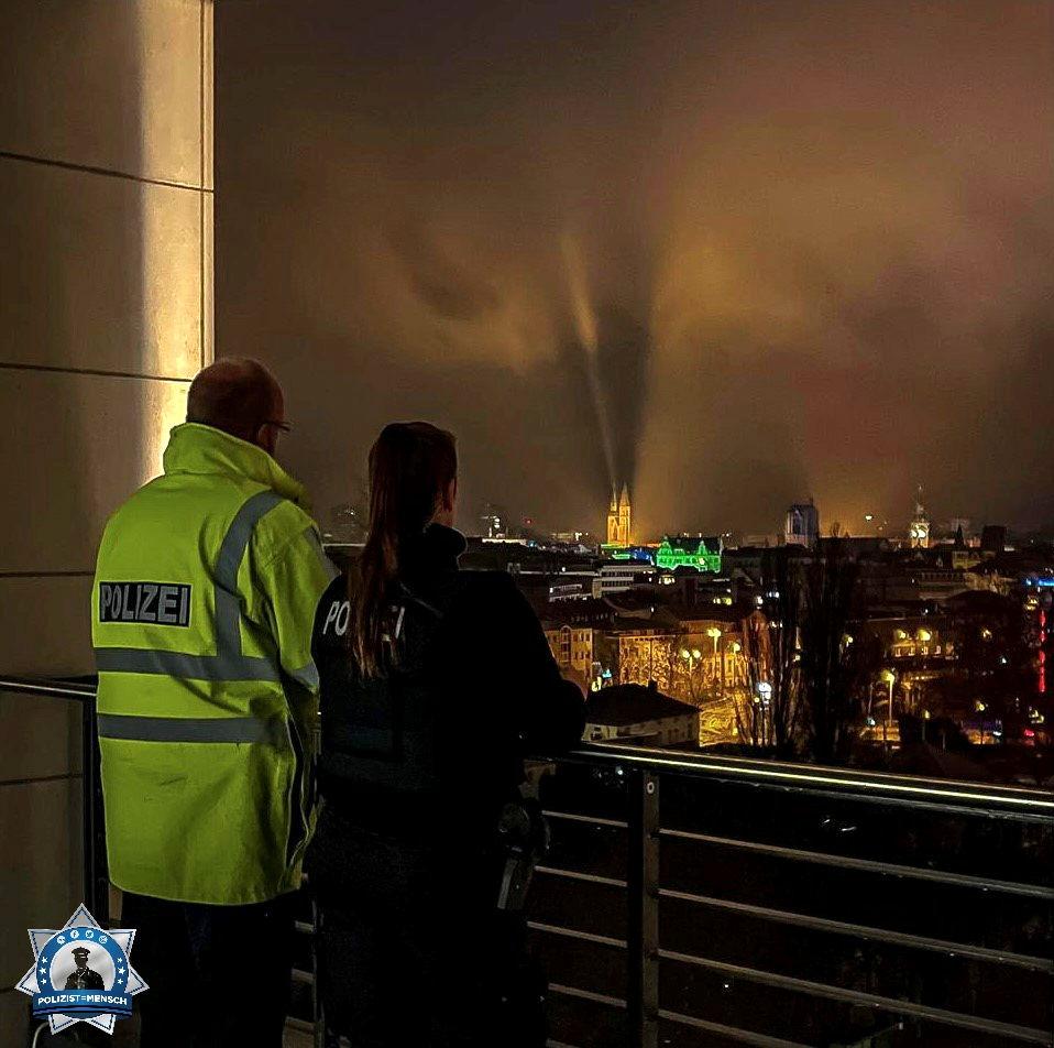 """""""Liebe Grüße aus dem Nachtdienst des Polizeikommissariats Mitte in Braunschweig, wünschen Michelle und Robert"""""""