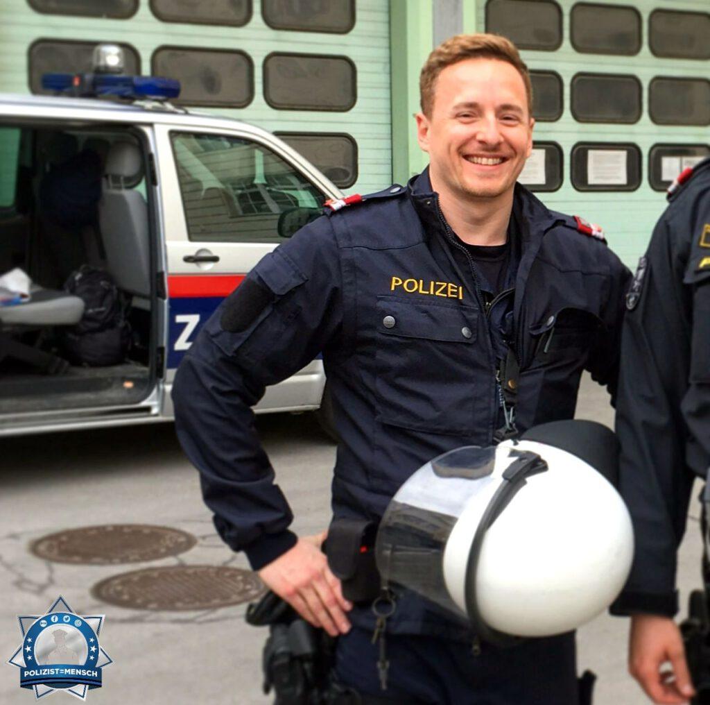 """""""Schöne Grüße aus Österreich! Ich bin nun seit einiger Zeit schon Kriminalbeamter, aber ab und zu fehlt mir dann doch noch die Uniform 😅 Chris"""""""