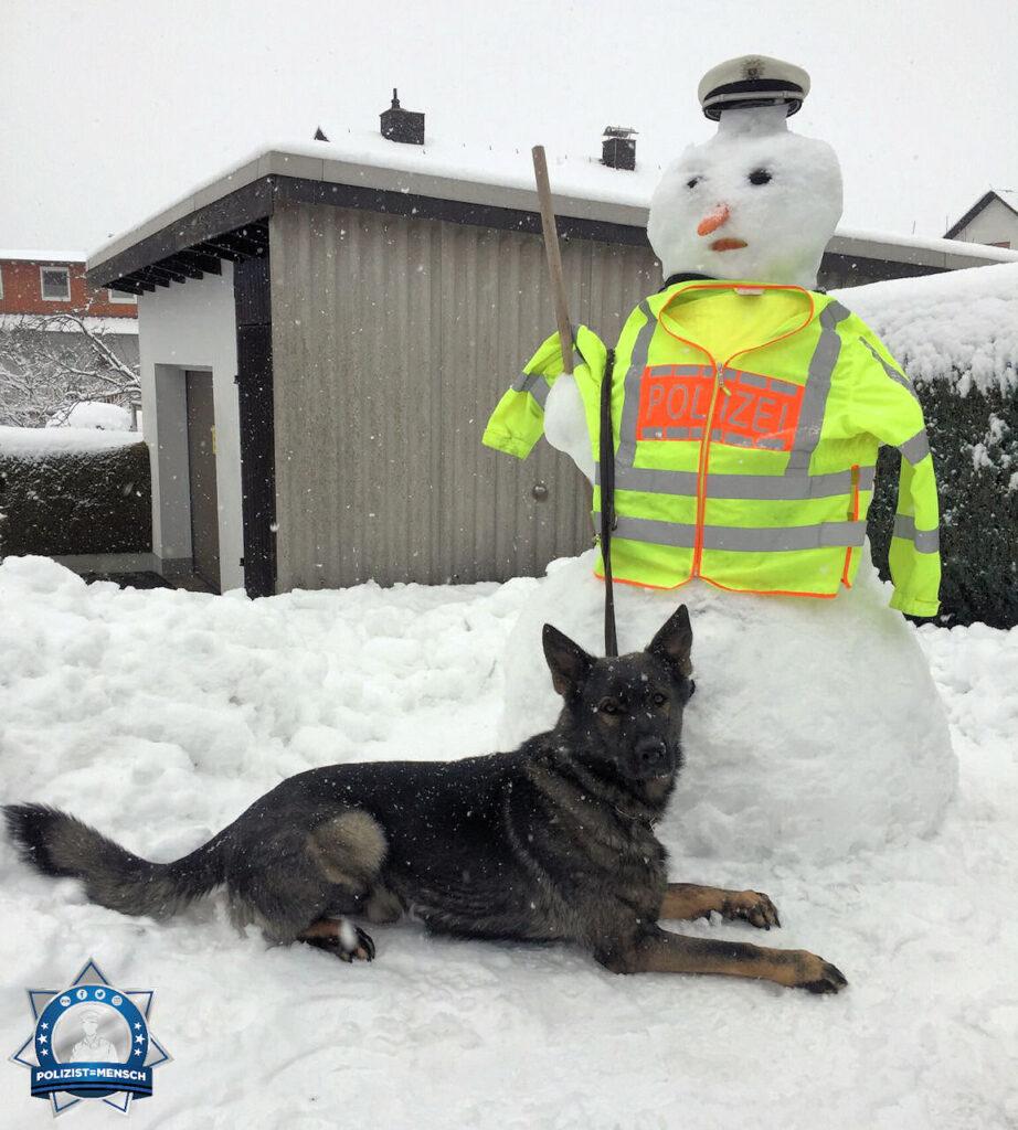 """""""Mit diesem schönen Schneebild vom Tagdienst wünschen der Nox und ich euch ein frohes neues Jahr. LG Jörg von der Polizeistation in Herborn"""""""