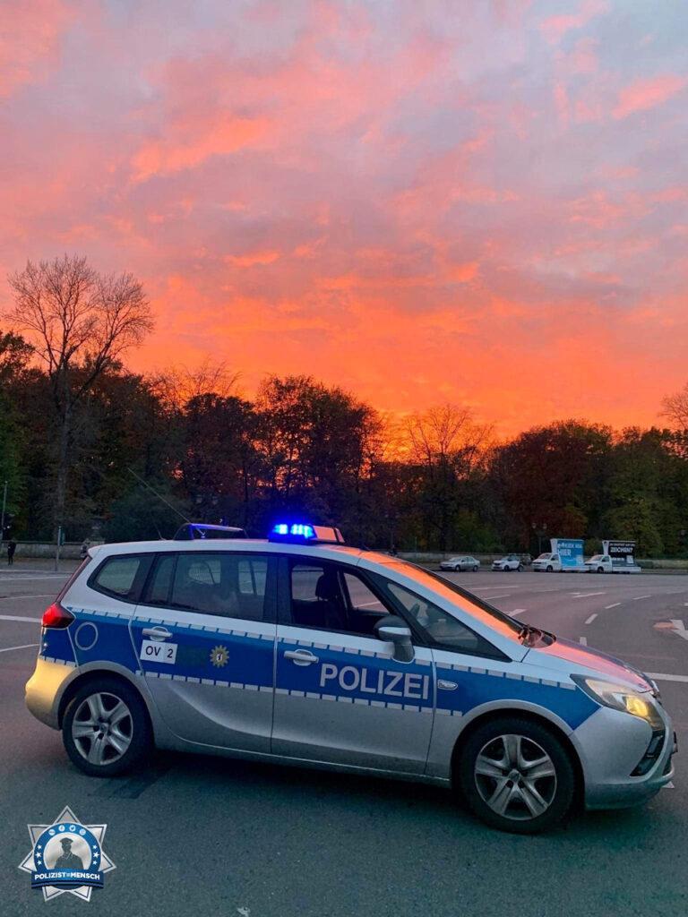 """""""Lieben Gruß aus Berlin von der Siegessäule. Bleibt gesund und #staysafe! Tarek"""""""