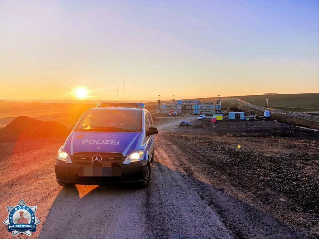 """""""Einen schönen Start in den Tag mit dem Sonnenaufgang über dem Logistikcamp im Dannenröder Forst und liebe Grüße an alle Kolleg*Innen, insbesondere vom Besi-Trupp. Julia"""""""