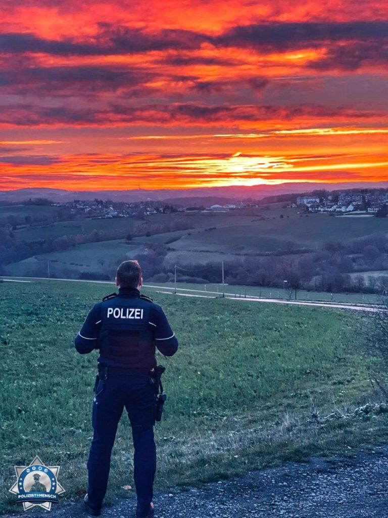 """""""Ganz normaler Frühdienst auf dem Land. Grüße aus der Kreispolizeibehörde Ennepe-Ruhr-Kreis, Philipp."""""""