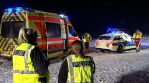 Während Absicherung weggeräumt wird: Polizist auf Autobahn von Pkw erfasst und schwer verletzt